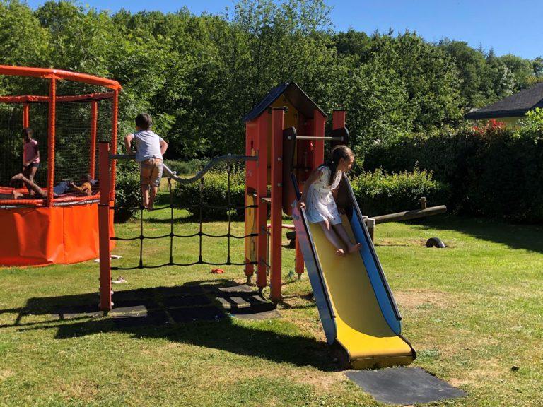 Structure de jeux pour enfants au Ty Nenez un camping à Lorient