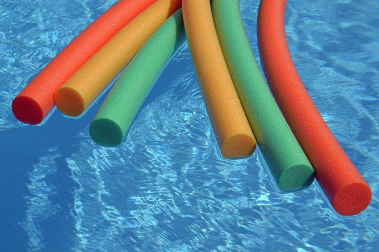 Jeux de frites dans la piscine du camping à Lorient le Ty Nenez